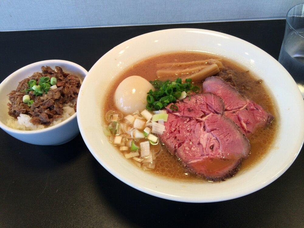 麺牛ひろせの特製牛そばと牛すじ丼