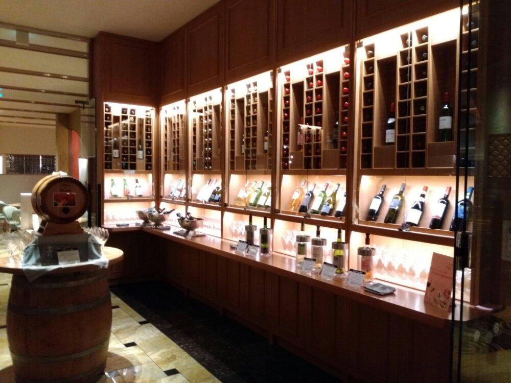 松島温泉 湯元一の坊 ビュッフェのワインセラー
