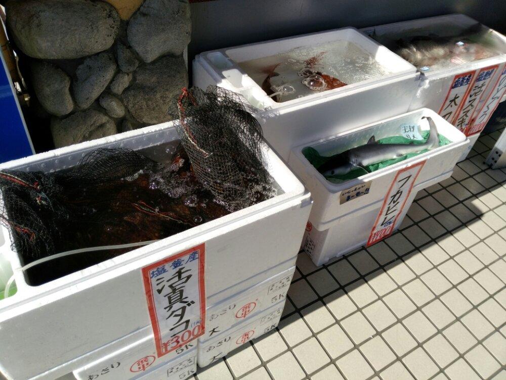 店頭の鮮魚販売2