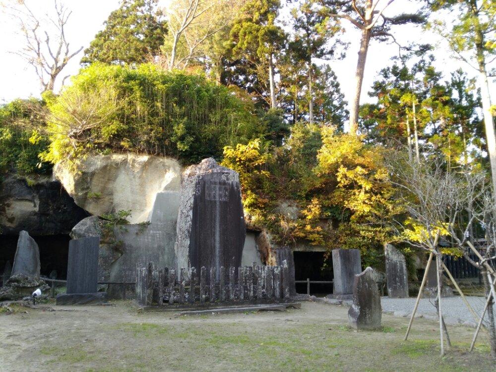円通院横の石碑