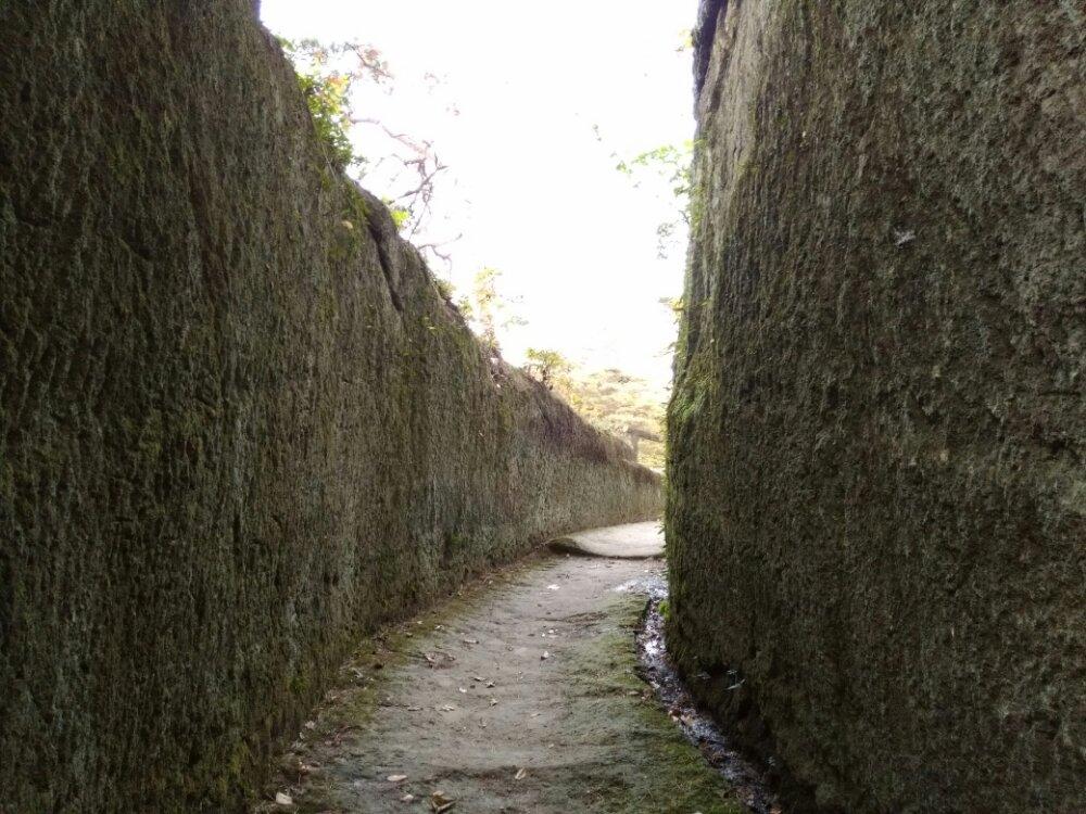 石壁の通路