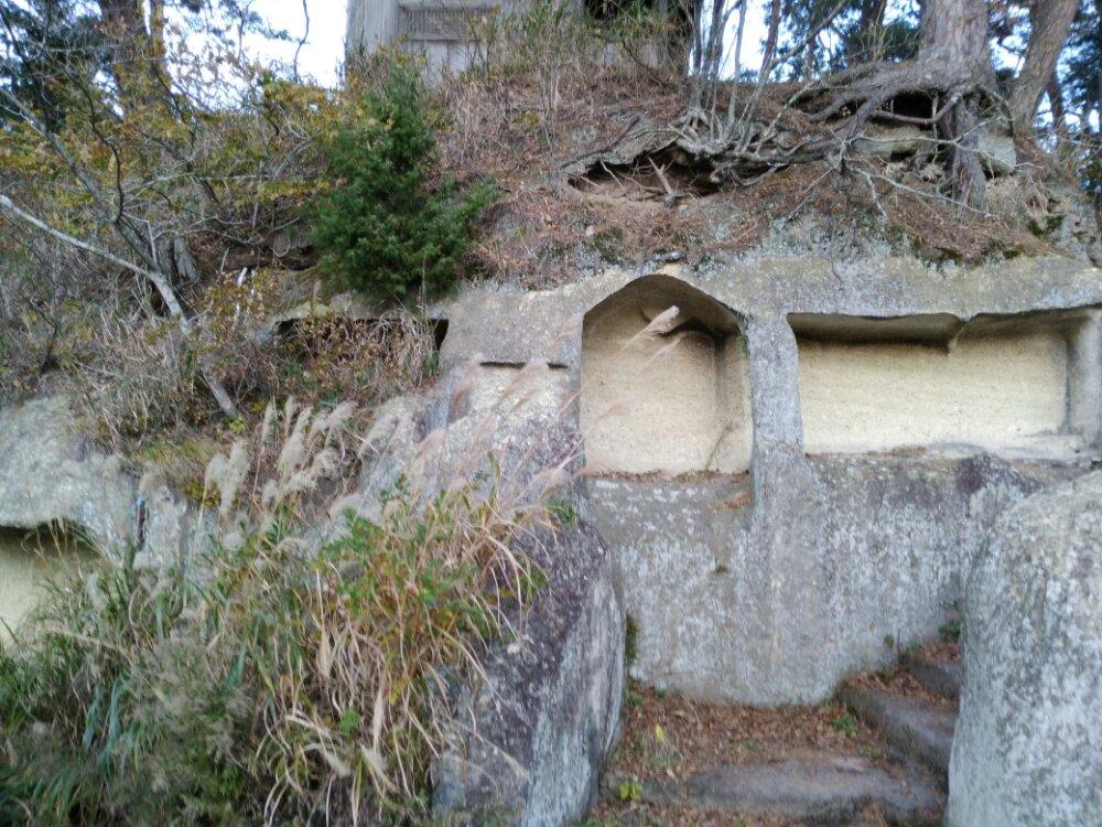 雄島の洞窟・石仏