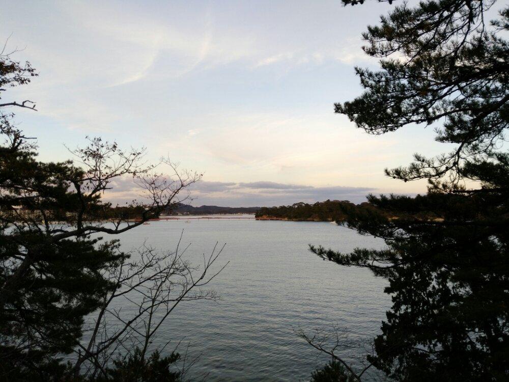 頼賢の碑から見た松島湾
