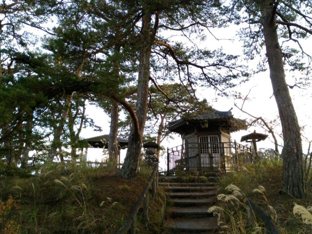 松島町雄島の頼賢の碑